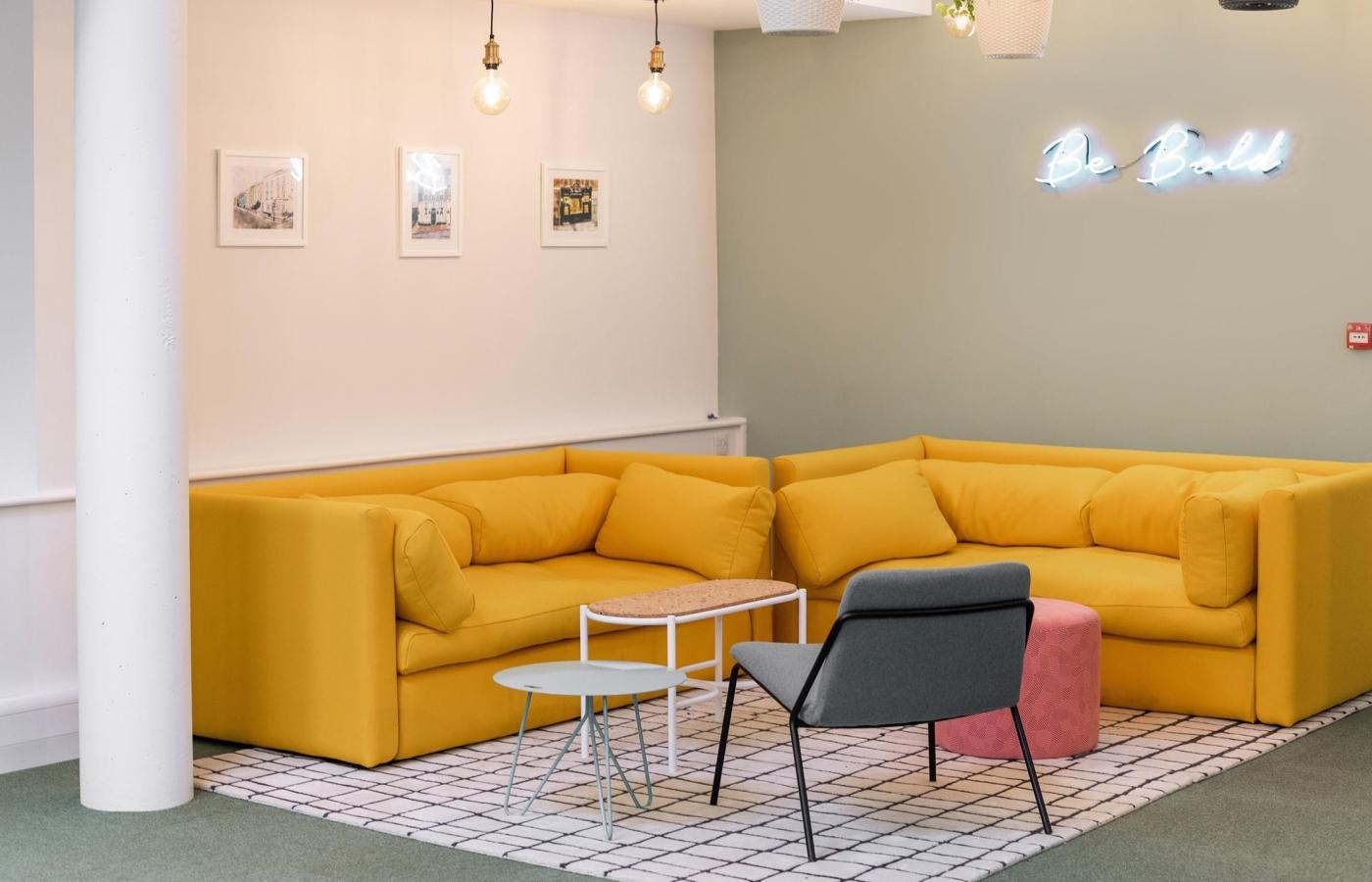 Sling Lounge